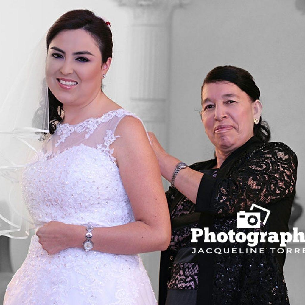 madre-arregla-a-su-hija-en-bodas-1024x1024 Fotos de Julio 2016 - Actualización