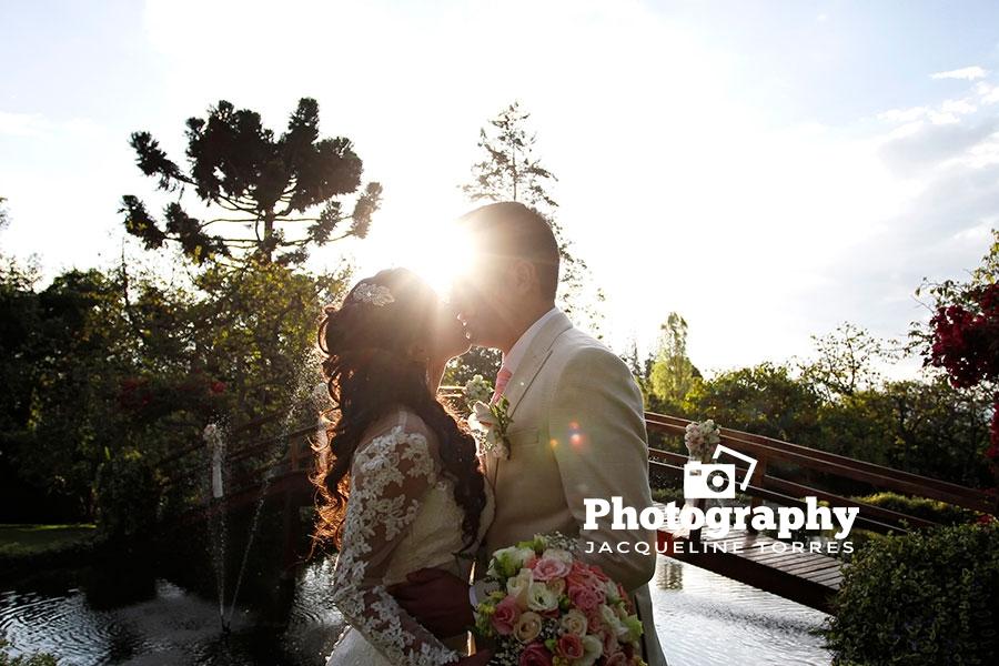 quinta-la-lomita-puembo-beso-amor-novios-recien-casados-boda-photography-wedding-jacqueline-torres-quito-ecuador-fotografo-bodas Servicios